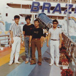 研修時代の旅行先での写真 (左端:私、右から2番目院長柳先生)