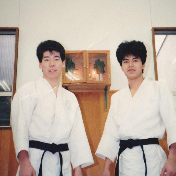 整骨の学校時代(20歳) (左:私、右:友人との写真)